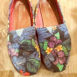 TOMS Women shoes size 7.5